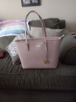 Michael kors jet set zip tote new/ used for Sale in Seattle, WA