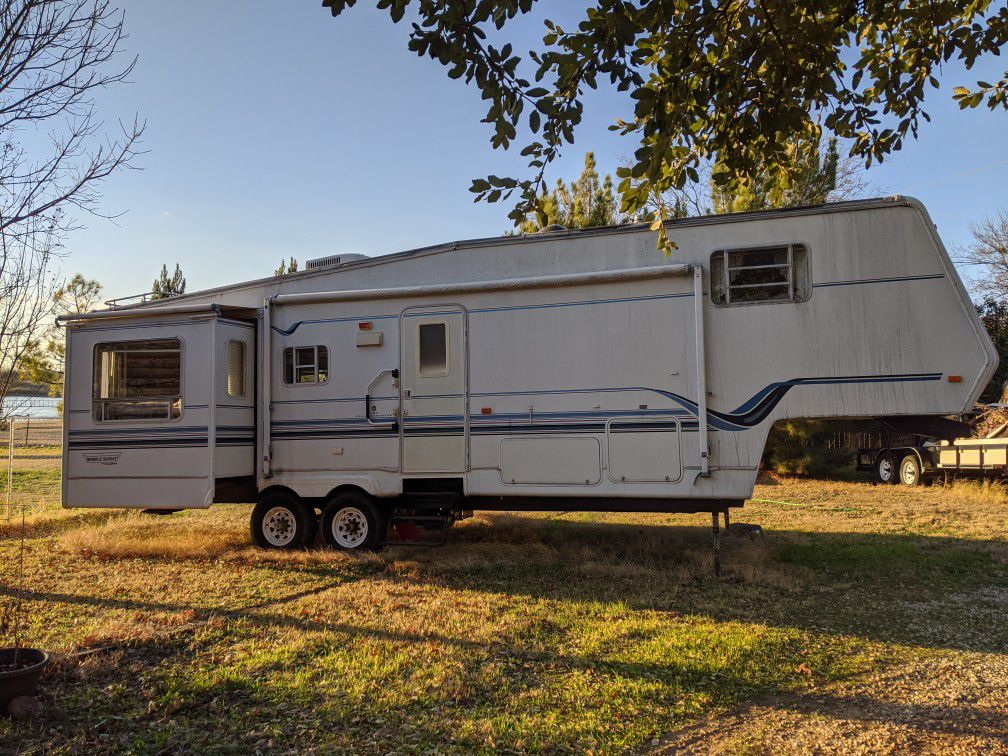 Photo 2002 Mobile Scout Fifth wheel