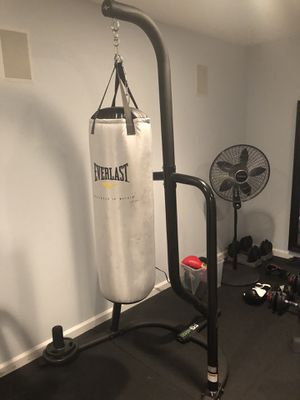Punching bag with Stand for Sale in Franconia, VA