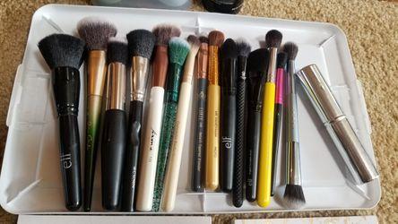 Large Makeup Bundle Thumbnail