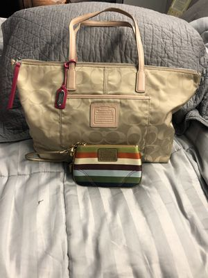 Shoulder bag coach with wristlet for Sale in Silver Spring, MD