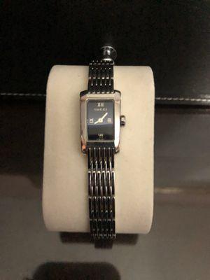 Photo Women's small wrist Gucci watch