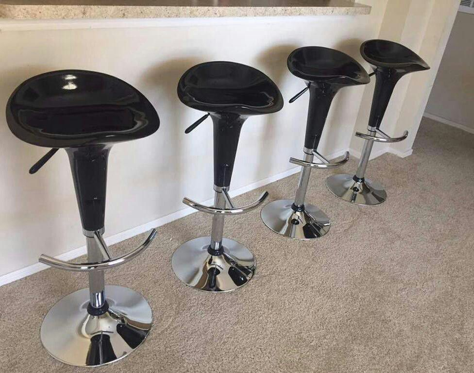Set of 4 chair bar stools new in box✔