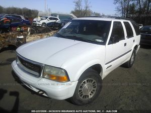 2000 Gmc Jimmy 4.3L 4x4 in for parts.Self serve you pull it yard Cash only deals. for Sale in Temple Hills, MD