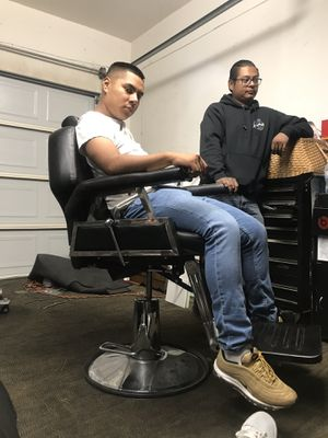 Barber chair for Sale in Costa Mesa, CA
