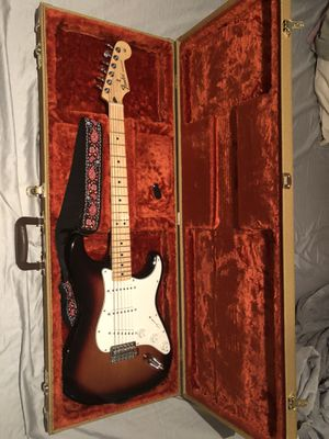 Fender Standard Stratocaster w/ fender tweed case and locking tuners for Sale in St. Louis, MO