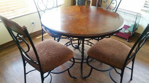 Round Table Watsonville Ca.Round Dinning Table W 4 Chairs For Sale In Watsonville Ca Offerup
