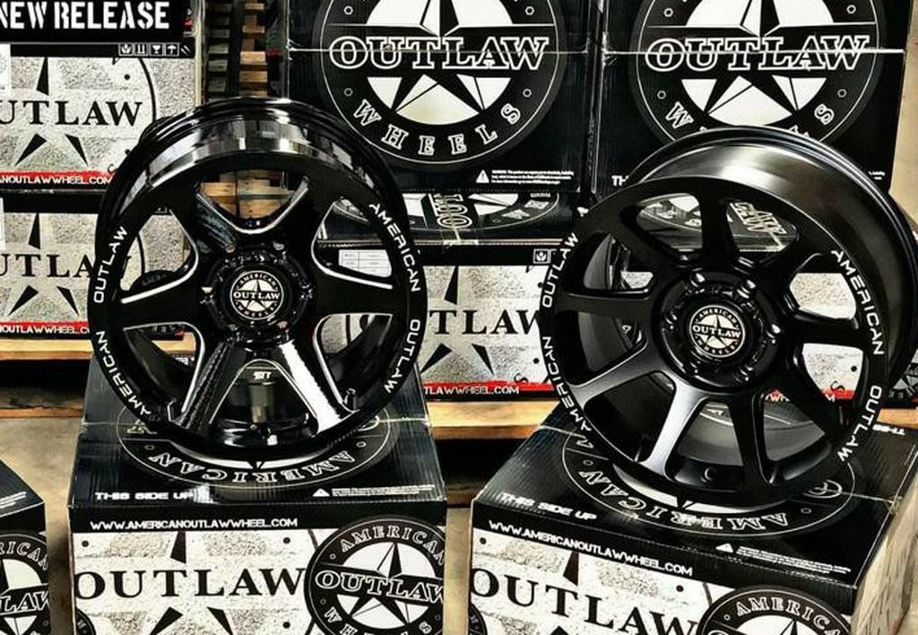 🔥🔥 AMERICAN OUTLAW WHEELS WITH 265/70/17 AT TIRES (5 JEEP WHEELS PROMO) $1600