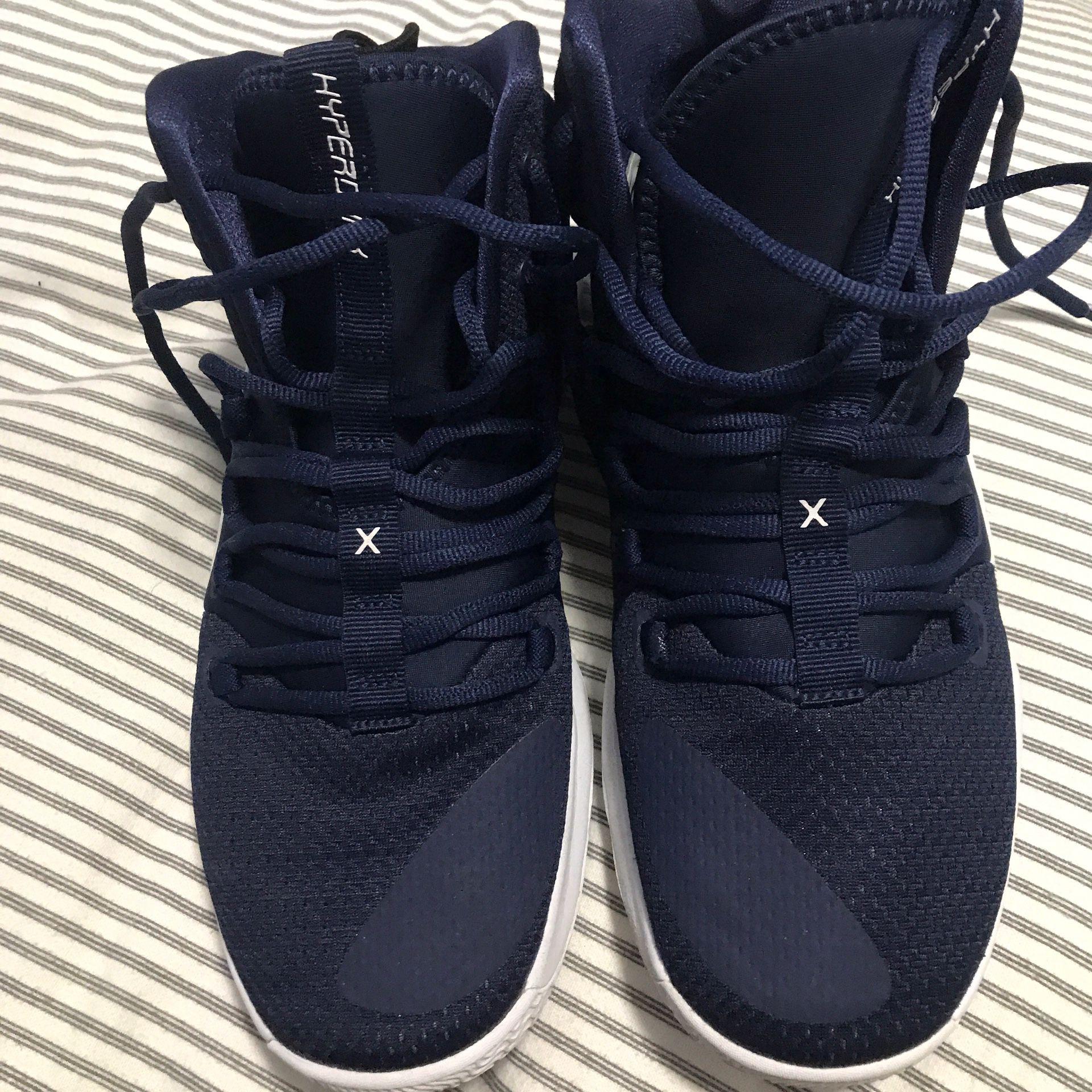 Hyper dunk basketball shoes