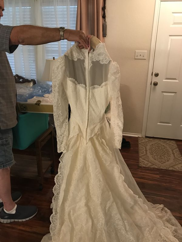 Wedding dress clothing shoes in san antonio tx offerup for Where can i sell my wedding dress locally