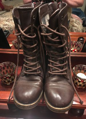Teen boots size 6 brown for Sale in Cary, NC
