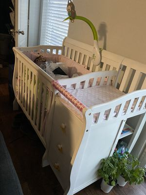 Photo BABY CRIB with Mattress and changing table with drawers