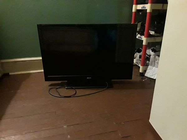 tv sanyo 38 inch flat screen with control for sale in. Black Bedroom Furniture Sets. Home Design Ideas