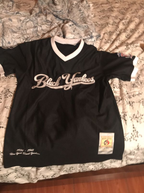 official photos 8b8e4 afc8a Black Yankees vintage baseball jersey men small for Sale in Plantation, FL  - OfferUp
