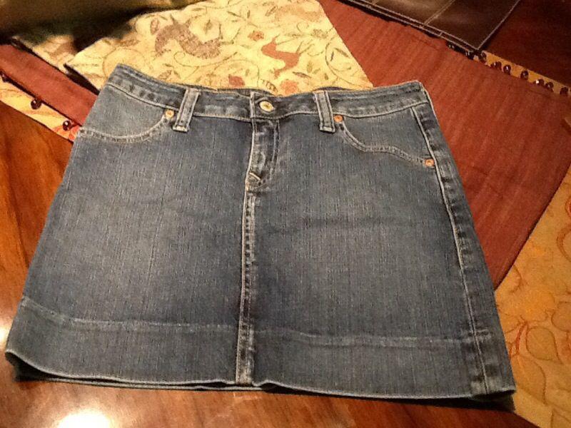 Levi's mini skirt stretch new size 27 $35