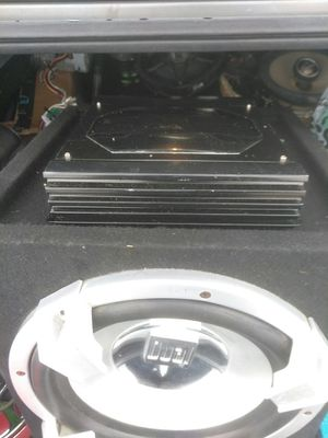 Photo Dual Electronics 12 inch 600 Watts Subwoofer comes in a sealed Box and comes with Dual electronics 600 watt 2 channel Amplifier