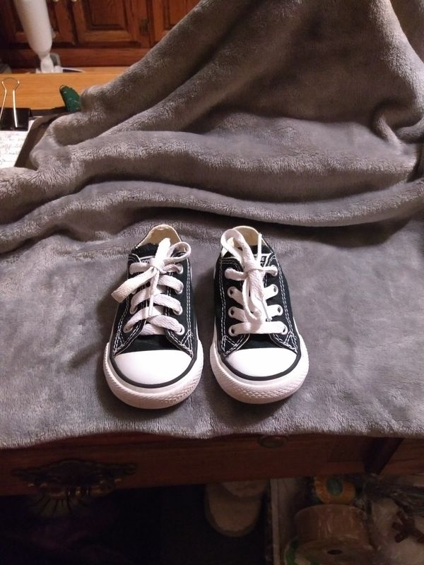 660273892ebe83 Baby girls black and white Converse