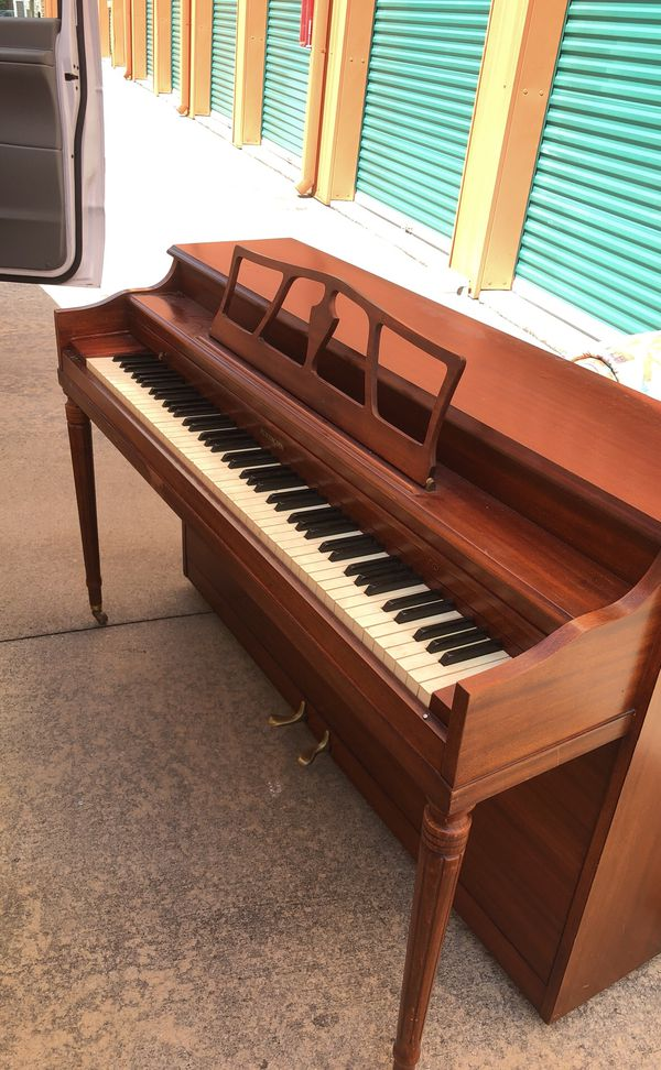 huntington piano vintage in wonderful condition like new musical instruments in acworth ga. Black Bedroom Furniture Sets. Home Design Ideas