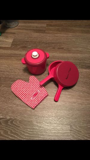 Melissa and doug wood play kitchen pot and pan set for Sale in Alexandria, VA
