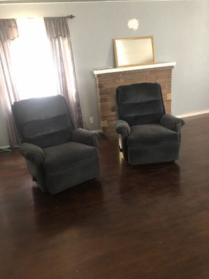 Photo Two recliners and a lot of other Stuff selling everything five dollars each