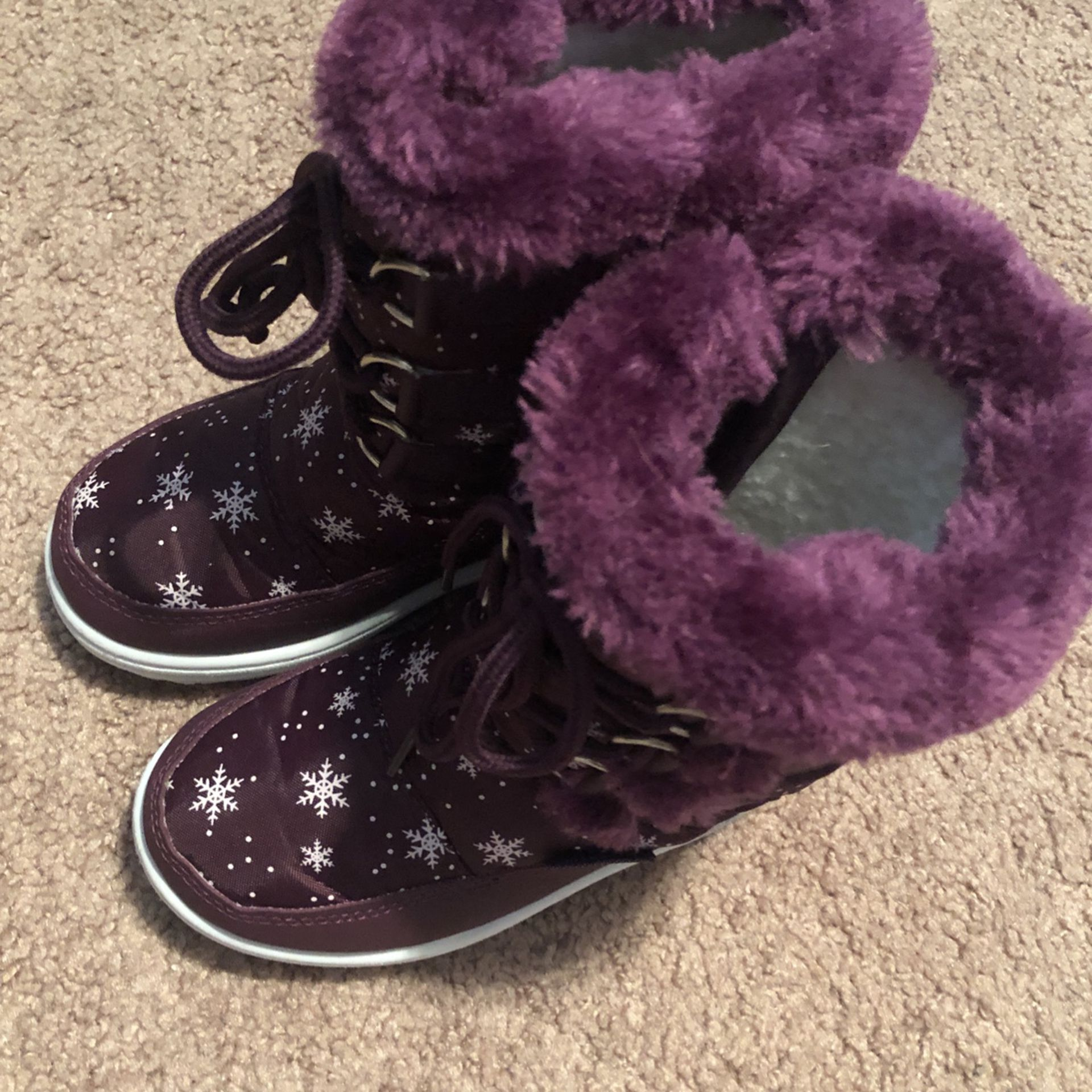 New Little Girl Shoes Size 8