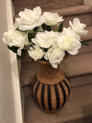 Nice vase with flowers for Sale in Clayton, NC