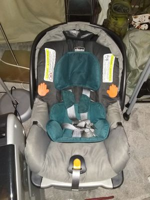 Car seat carrier with 2 base for Sale in Alexandria, VA