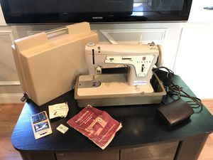 Singer Fashion Mate ZigZag Sewing Machine for Sale in Walkersville, MD