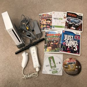 Nintendo wii system with 7 games for Sale in Silver Spring, MD