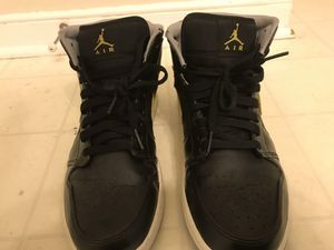 Air Jordan 1 (Black/Yellow) Size: 9.5 for Sale in Manakin-Sabot, VA