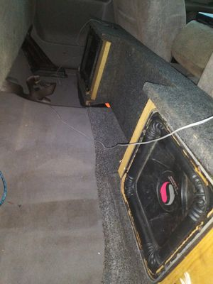 Photo 12 inch kickers subwoofers w/box came of chevy silverado 2000