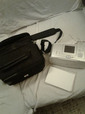 Photo 2004 HP Photo Printer with Case and blank 5 x 7 prints