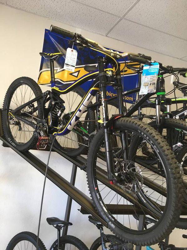 5fd103bb811 2017 KHS DH Pro 650B Downhill Mountain Bike for Sale in Vista, CA ...