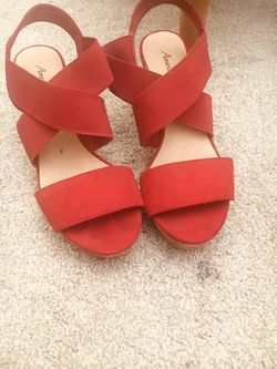 9 1/2 Red American Eagle wedges (like new) Thumbnail