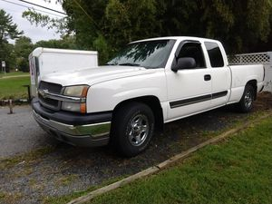 2005 Chevy Chevrolet Silverado extended cap for Sale in Rockville, MD
