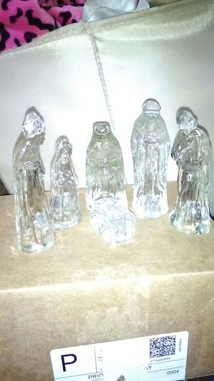 Small glass Nativity 6peice for Sale in St Louis, MO