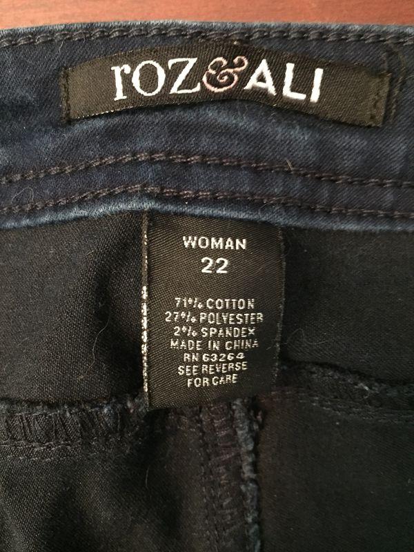 9ca8910959 Roz   Ali (dress barn)Size 22 Capri Pants for Sale in Shelton