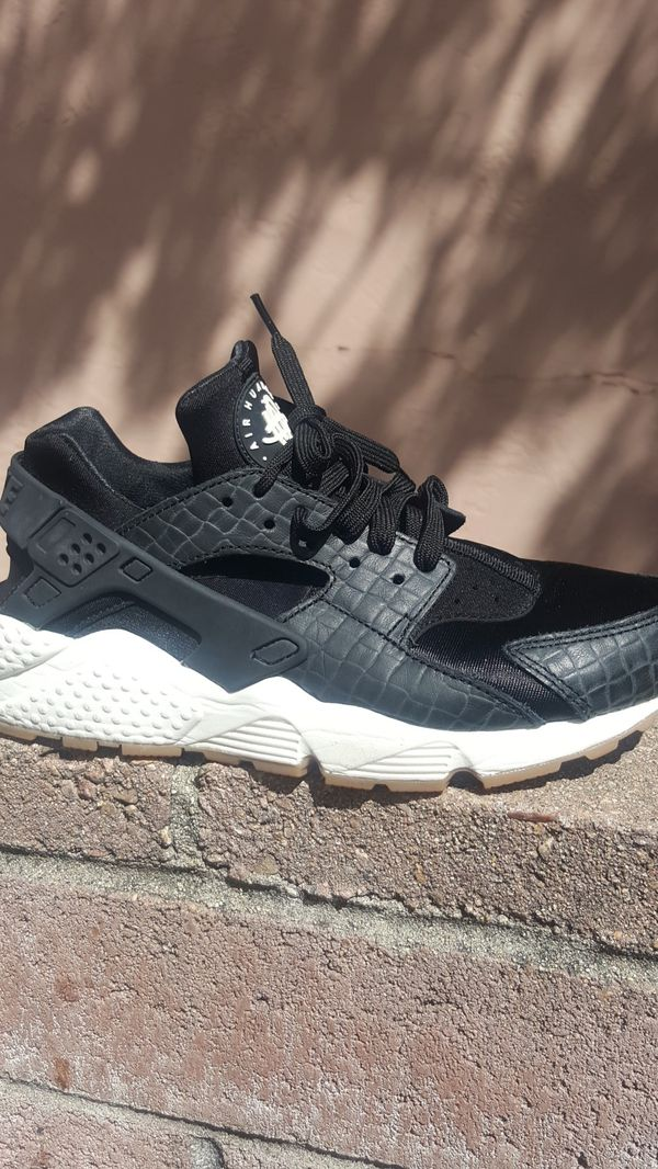 sale retailer 49f37 51487 Nike womens Air Huarache run size 8