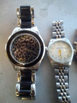 Nice watches need batteries works perfect Thumbnail