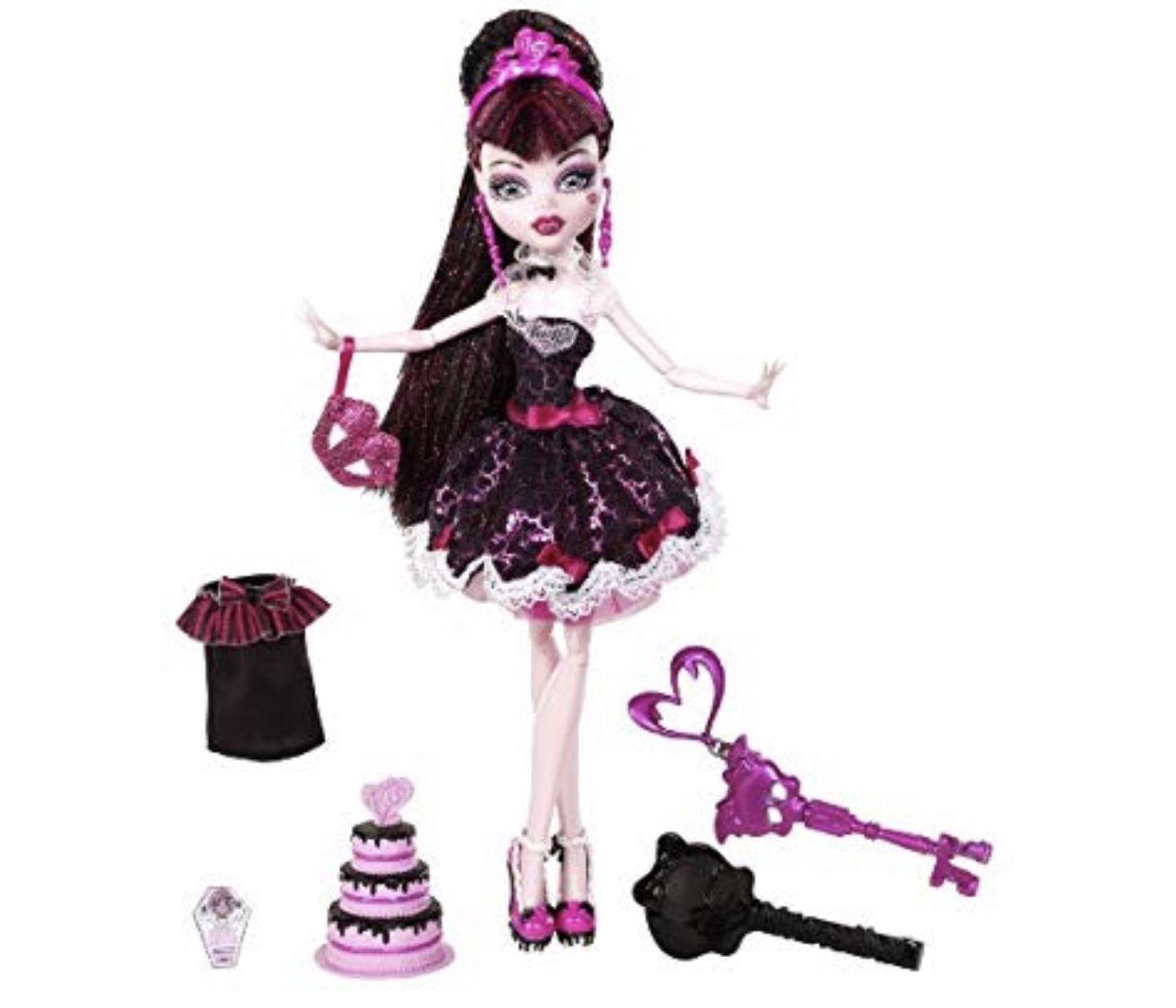 Monster High Sweet 1600 Draculaura Items