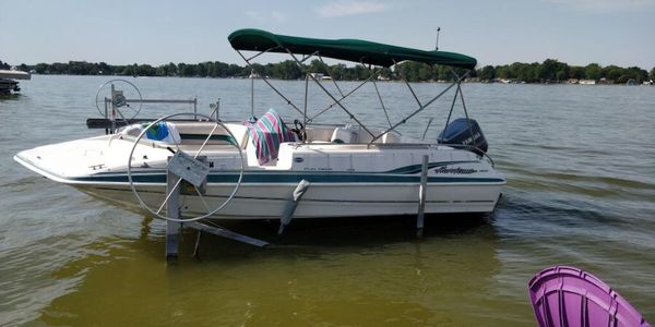 210 hurricane deck boat with a 200 yamaha