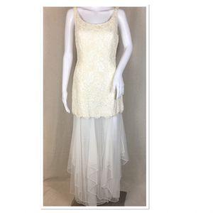66cfaf6df6b2 Carmen Marc Valvo Dress Size 6 Ivory for Sale in Lancaster, NY
