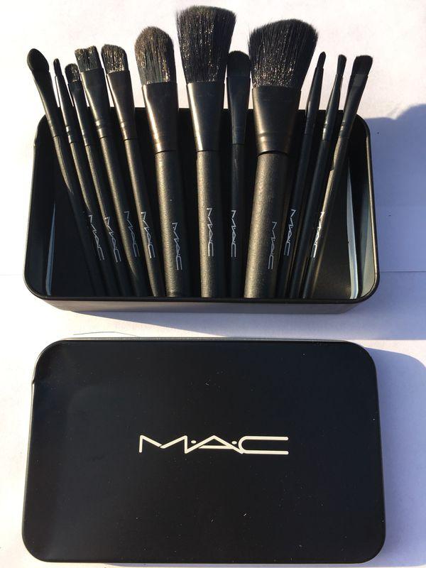 makeup brush set mac new 15$