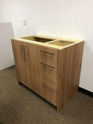 Bathroom vanity cabinet for Sale in Auburn, WA