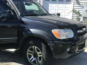 06 Toyota Sequoia minor scratches sellin as is 200k miles askin for $5500 for Sale in Accokeek, MD