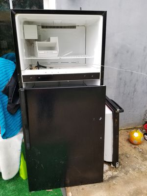 Free working fridge for Sale in Clarksburg, MD