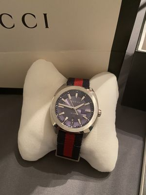 Photo Gucci watch comes with box and recites