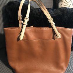 Leather Michael Kors Purse   Good Condition  Thumbnail