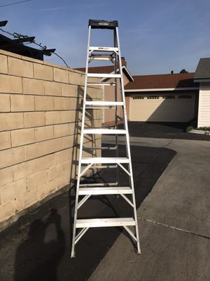 Photo WERNER 8 FT LADDER RATED 300 Lbs
