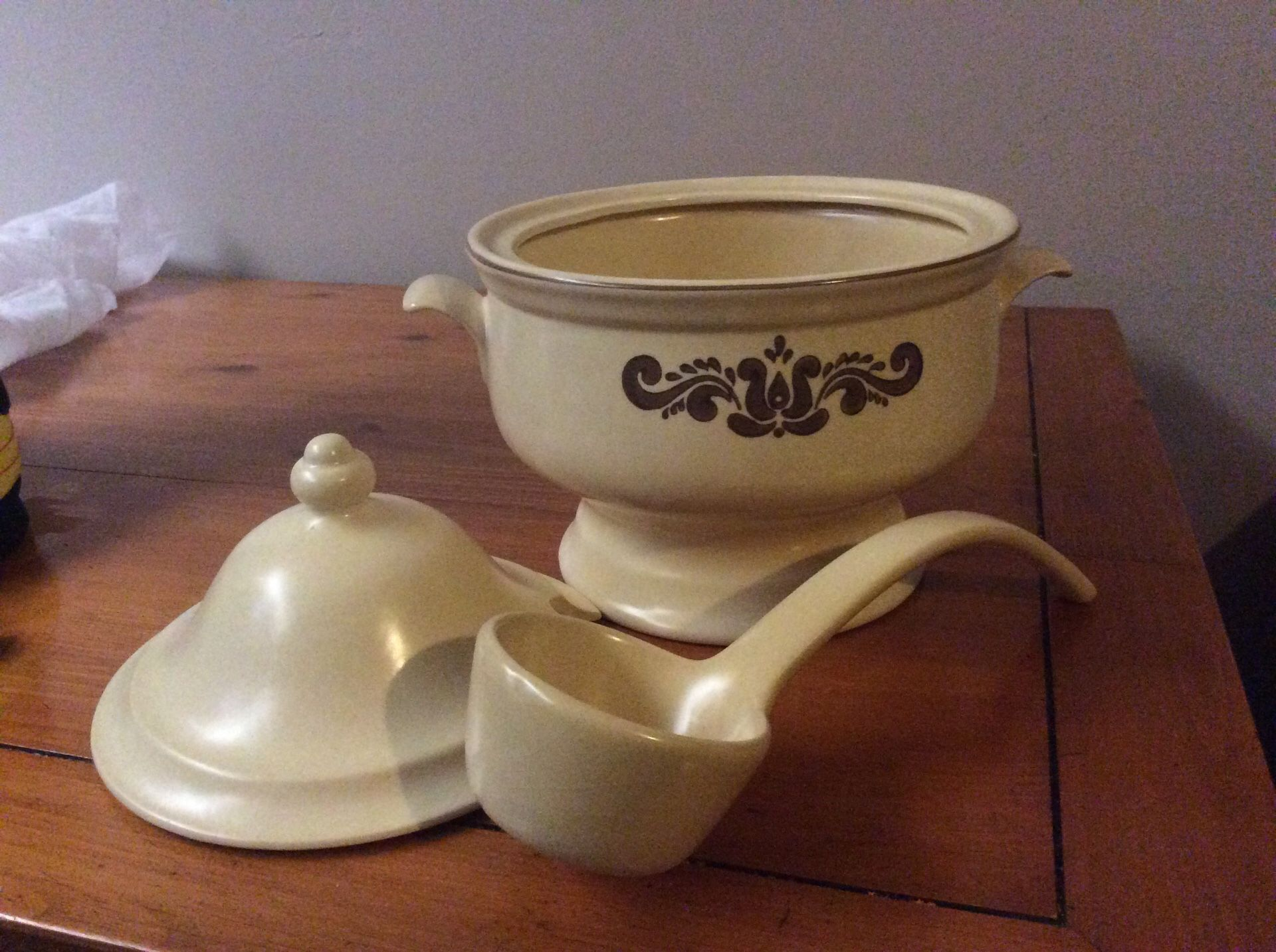 PFALTZGRAFF SOUP TAURINE WITH LADLE. Great condition.